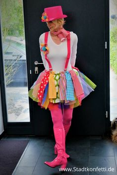 DIY CLOWN COSTUME so easy and so fast. With a dreamlike colorful tutu. As a group costume, for ladies, children for carnival or carnival. Super easy, even last minute costumes - Cute Clown Costume, Clown Costume Women, Clown Halloween Costumes, Circus Costume, Carnival Costumes, Halloween Outfits, Costumes For Women, Easy Halloween, Group Costumes