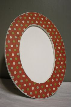Round holiday picture frame by TipToeDesign on Etsy, $10.00