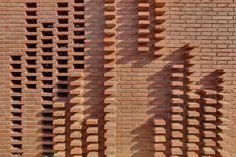 Carles Enrich, Albert Brito · House in Alpicat Brick Art, Brick Tiles, Brick Facade, Brick Masonry, Brick In The Wall, Brick And Stone, Vejle, Brick Building, Building Design