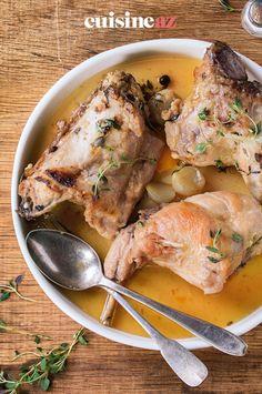 Le lapin au thym est un plat facile à cuisiner. #recette#cuisine#lapin#thym Cheddar Biscuits, Rabbit Food, Food Porn, Pork, Keto, Chicken, Diy Trousse, Rabbit Recipes, Alsace