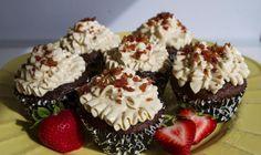 Petits gâteaux à l'érable et au bacon--------------Célébrez les Fêtes avec ce dessert décadent tout simple et facile à préparer.