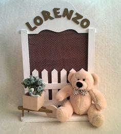 Quadro porta maternidade ou para decoração de quarto de bebê. Acompanha um ursinho ou boneca(o). Personalizamos conforme a solicitação. R$85,00