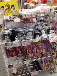 2014年1月6日。JR岡崎駅のベルマート岡崎。とうとう中段がカントリーマームに侵食された!
