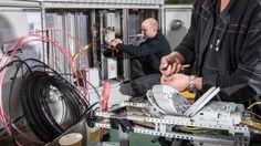 Mit einer Klage wollen Netzbetreiber den Vectoring-Ausbau im Nahbereich blockieren. Damit werde der Glasfaserausbau in dicht besiedelten Bereichen erschwert.