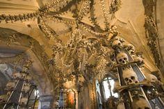 Sedlec Ossuary, Czech Republic - World's Creepiest Attractions Sedlec Ossuary, Winchester Mystery House, Scary Places, Haunted Places, Best Horror Movies, Overseas Travel, Very Scary, Catacombs, Best Horrors