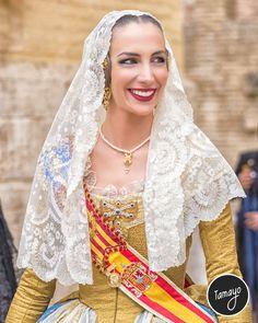 Raquel Alario Fallera Mayor de Valencia en la Procesión de Sant Bult