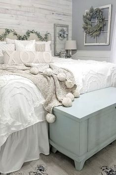 Tips On How To Design A Rustic Bedroom Just like how ancient homes have their enchantment, rustic bedrooms also have theirs and people are getting to have a feel of it. Rustic Bedroom Furniture, Farmhouse Master Bedroom, Bedroom Vintage, Home Decor Bedroom, Modern Bedroom, Bedroom Ideas, Contemporary Bedroom, Furniture Design, Furniture Layout