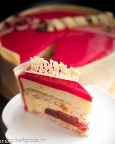 Tort Entremet Red Passion este un tort delicat si savuros, cu jeleu de capsuni, blat de cocos si mousse de lamaie Food Cakes, Cupcake Cakes, Cake Recipes, Dessert Recipes, Desserts, Mousse Cake, Something Sweet, Passion, Cheesecake