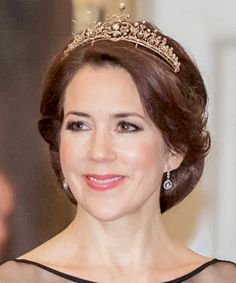 """""""April 2015 // March Crown Princess Mary wearing her convertible necklace tiara in both forms. Royal Tiaras, Tiaras And Crowns, Denmark Fashion, Princess Marie Of Denmark, Prince Frederick, Danish Royalty, Prince Crown, Princesa Mary, Danish Royal Family"""
