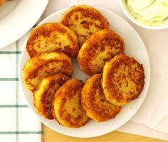 Delikatne kotlety z kalafiora i parmezanu. Ser dodaje im wyrazistości, skleja wnętrze i lekko ciągnie się po usmażeniu. Z podanego przepisu uzyskacie 10 średniej wielkości kotletów. Kalafiora ugotować do miękkości… B Food, Banoffee Pie, Big Meals, Tofu, Muffin, Food And Drink, Vegetarian, Healthy Recipes, Vegan
