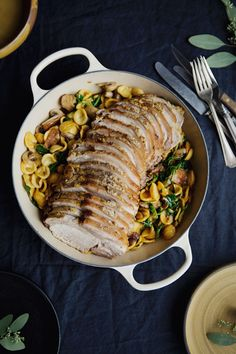Here is a comforting meal for cooler fall days. You can obviously choose any kind of short pasta to make this recipe. Pork Recipes, Cooking Recipes, Cooking Ideas, Confort Food, Dinner For Two, Meat Lovers, Pork Loin, Meal Planning, Main Dishes
