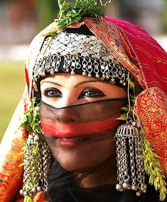Eye-Catching Eye Makeup Bride Costume, Folk Costume, We Are The World, People Around The World, Bridal Beauty, Wedding Beauty, Beautiful World, Beautiful People, Beauty And Fashion