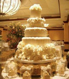 Romanti champange cake, design by Lourdes Padilla