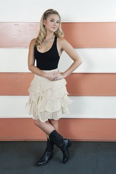 Country chic! Laurel (Allie Gonino) - The Lying Game