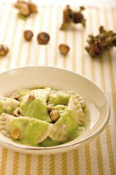 Pansotti di broccoletti e nocciole con salsa di fave