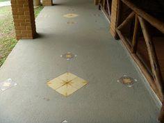 Piso de cemento con azulejo