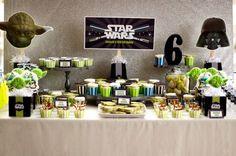 Si tu peque es fan de La Guerra de las Galaxias, ¡mira qué ideas tan buenas para hacerle una fiesta temática Star Wars! Me gusta que en vez de utilizar solo decoraciones en negro y otros colores oscuros, han usado un verde lima y algo de azul para darle un toque más alegre a la …