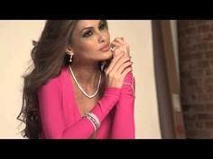 A direção da Miss Universe Organization postou no último dia 13 (sexta-feira), em seu canal oficial no YouTube, o vídeo dos bastidores do primeiro ensaio oficial da venezuelana Maria Gabriela Isler como Miss Universo 2013. Ela fará sua sucessora na primeira quinzena de outubro de 2014, em Fortaleza,