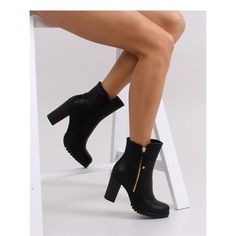 vysoké topánky Krásne topánky pre ženy na širokú podpätku, poskytujúce stabilitu a komfort chôdze. Oni sú extrémne štíhly a elegantný tvar. Hladký smerom dopredu a hadej kože motív na zadnej strane hornej dokonale splynúť. Topánky sú veľmi pohodlné a plné ženskosti. https://www.cosmopolitus.com/botki-model-sas8f85381-black-p-128181.html?language=sk&pID=128181 #jesenne #podpatok #damske #topanky #damska #pohornu #clenok  #zvierací #vzor