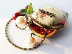 Coin purse / Linen purse / Metal frame purse ♥ by DooDesign on Etsy, $22.90