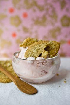 Rhubarb ice cream with oatmeal shortbread