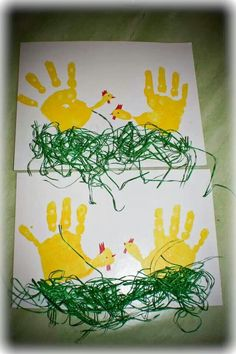 carterie, pergamano et tableaux - Page 26 Poule peinture main: Easter Crafts For Kids, Toddler Crafts, Crafts To Do, Preschool Crafts, Diy For Kids, Spring Art, Spring Crafts, Footprint Art, Handprint Art