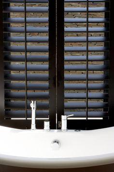 Plantation shutters in brown Best Interior Design Websites, Interior Design Magazine, Interior Barn Doors, Room Interior, West Indies Style, Door Stays, Diy Barn Door, Creative Decor, Window Coverings