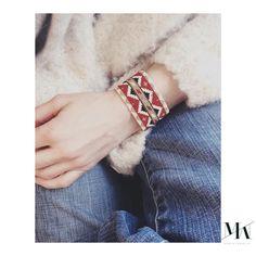 Les manchettes arrivent! J'ai enfin trouvé le courage de me lancer dans le grand format  Work in progress on some statement bracelets, excited  #statement#statementjewellery#manchette#perles#beads#jewellery#jewelry#new#schmuck#armband#bijoux#perlen#style#tendance#berlin#berlinbased#creatrice#createur#petitcreateur#frenchspiritmadeinberlin#bracelet#weaving#foto#modern#design#designer#marionmazo