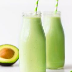 5 ingridient avocado smoothie Avocado Dessert, Avocado Drink, Avocado Toast, Chocolate Avocado Smoothie, Vanilla Milkshake, Strawberry Smoothie, Vanilla Smoothie, Banana Recipes, Avocado Smoothie