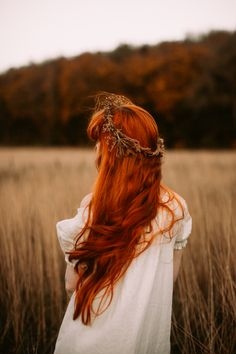 Inspired by Rossetti - A Clothes Horse Life Is Beautiful, Beautiful People, Auburn Red Hair, Lily Evans, Peasant Blouse, Woman Painting, Clothes Horse, Girl Photography, Redheads