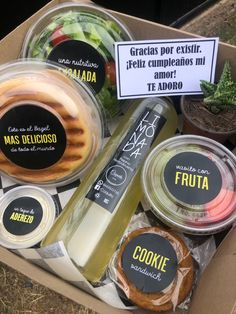 Cookie Sandwich, Organic Food Market, Snack Box, Lunch Box, Salads To Go, Gift Box Design, Food Truck Design, Food Platters, Cafe Food