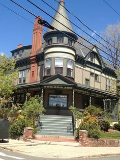 PICTURE OF THE DAY #Somerville Queen Anne Victorian Walnut St residence