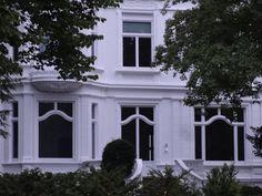 Schichte und zeitlose Sprossenfenster in Hamburg. Hanseatische Eleganz und Großzügigkeit #hanseatisch #sprossenfenster #fenster