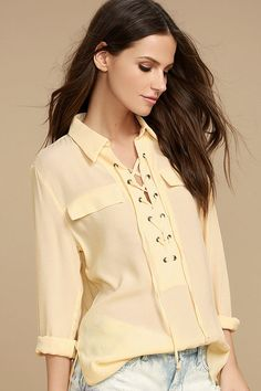 The Once in a Lifetime Light Beige Lace-Up Top has that unique, trendy style we& been looking for! A collared, lace-up neckline tops this woven blouse with decorative flap pockets and a notched high-low hem. Long sleeves with button cuffs. Fashion 2018, Trendy Fashion, Fashion Outfits, Trendy Style, Tank Top Outfits, Casual Skirt Outfits, Cute Winter Outfits, Stylish Tops, Dress Sewing Patterns