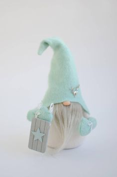 Gnome can be a great gift for Christmas, birthday or wedding. Size 11 inches. The price is for 1 gnome. Handle bend.