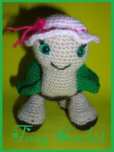 """Tortuga Coqueta Amigurumi ~ Patrón Gratis en Castellano ( el patrón se encuentra debajo de los patrones de """"Avioncito Viajero"""" y """"perritas en miniatura"""") Crochet Amigurumi, Crochet Doll Pattern, Crochet Dolls, Crochet Baby, Crochet Turtle, Loom Knitting, Doll Patterns, Dragon Ball, Mickey Mouse"""