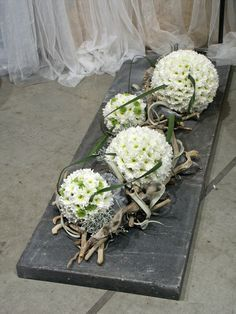 Znalezione obrazy dla zapytania florystyka funeralna aranżacja