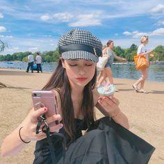 Image may contain: 2 people, outdoor and closeup Ulzzang Korean Girl, Cute Korean Girl, Uzzlang Girl, Foto Instagram, Tumblr Photography, Ulzzang Fashion, Asian Style, Pretty Face, Girl Photos
