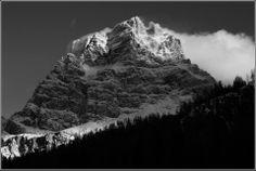Verticalità Monte #Pelmo #Belluno #valdizoldo @dolomitidizoldo  foto di Rivier De Mari, via flickr