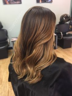 Spring and summer balayage highlights for brown and dark brown hair types / blonde honey caramel golden ombré for dark medium natural brown hair types