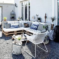 Just thought about the option to move the lounge inside …. we could sit there more often! , I just thought about the. Diy Garden Furniture, Balcony Furniture, Diy Garden Decor, Outdoor Furniture Sets, Furniture Design, Modern Furniture, Rustic Furniture, Outdoor Balcony, Outdoor Lounge