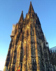 #köln #kölnerdom #germany #deutschland #viagemjovem Cologne, Cathedral, Building, Travel, Road Maps, Destinations, Germany, Viajes, Buildings