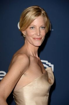 "Anna Gunn alias ""Skyler White"", ""Walter White"" (Bryan Cranston) wife in ""Breaking Bad"" at the Golden Globe Awards."