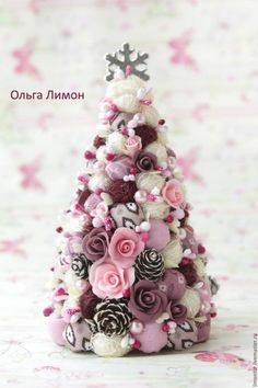 Rustic Christmas Tree Shabby Chic Ideas For 2019 Pink Christmas Decorations, Christmas Tree Crafts, Noel Christmas, Rustic Christmas, Christmas Projects, Handmade Christmas, Holiday Crafts, Christmas Wreaths, Christmas Ornaments