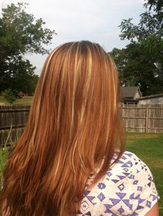 brown hair with strawberry blonde & Carmel highlights. Another possibility for n. brown hair with Strawberry Brown Hair, Strawberry Blonde Highlights, Brown Hair With Blonde Highlights, Hair Highlights, Darker Blonde, Chunky Highlights, Blonde Brunette, Carmel Highlights, Light Brown Hair