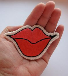 Embroidered brooch pink and red smiling lips por AnAstridEndeavor