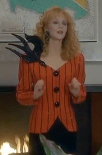 Shelley Long con un diseño de Theadora para la comedia Troop Beverly Hills, 1989 Steve Mcqueen, Troop Beverly Hills, Troops, Van, Style, Fashion, Style Icons, Apparel Design, Swag