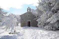 La chiesa della Madonna della Neve sul Limbara, Tempio. Questa foto è di @anton__photo