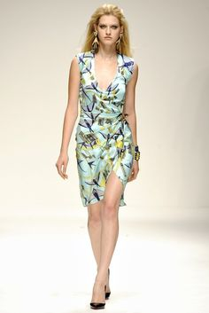 Holly Fulton Spring 2011 Ready-to-Wear Collection Photos - Vogue