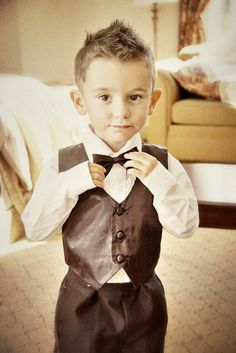 This adorable pic makes me think of a perfect photo op of Noah at the Wedding next year :)